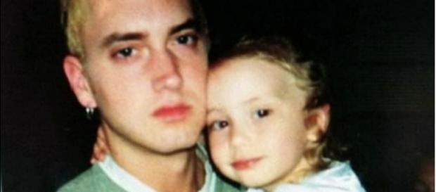 Eminem com a filha Hailie ainda criança
