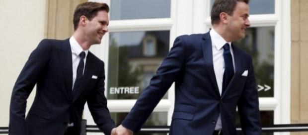 Il premier del Mussemburgo Xavier Bettel insieme al marito Gauthier Destenay