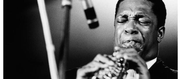 Il sassofonista americano John Coltrane.