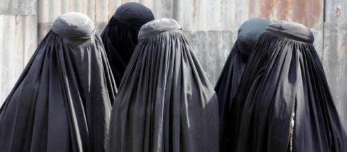Austria: vietato indossare il Burqa e distribuire il Corano.