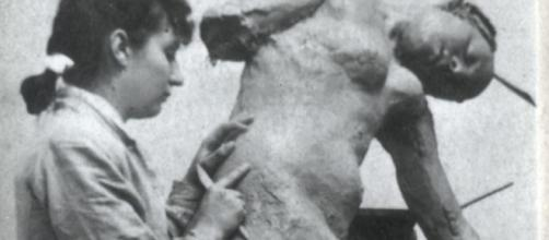 Camille Claudel working in her studio in 1887 FAIR USE theartloft.com Creative Commons