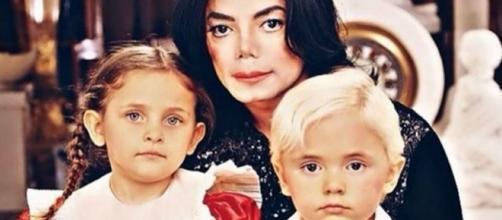 Michael Jackson com Paris e Prince quando crianças