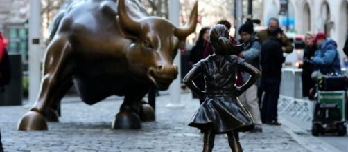 Wall Street Girl Statue: Petition Calls to Keep It Next to Bull ... - fortune.com