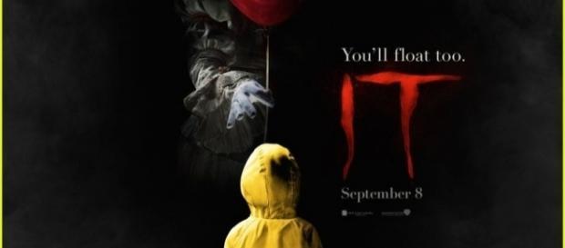 Il poster ufficiale di IT il pagliaccio assassino, nei cinema a Settembre. (Credits: Just Jared)