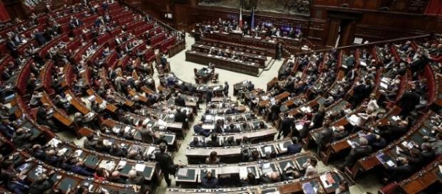 Sospesi i deputati 5Stelle che protestavano contro le pensioni dei Parlamentari
