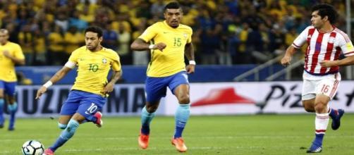 Brasil de Neymar e Paulinho passeou sobre o Paraguai