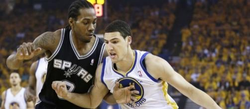 Kawhi Leonard and the Spurs host Klay Thompson and the Warriors on Wednesday. [Image via Blasting News image library/inquisitr.com]