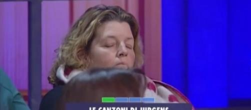 La signora del pubblico mentre dorme tranquillamente