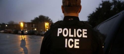 Mass Rep Michelle Dubois warns undocumented immigrants in Brockton of ICE raids. Photo: Blasting News Library - remezcla.com