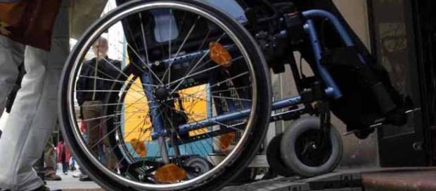 Portatori di handicap: ecco quando si paga il ticket per la sosta su strisce blu.