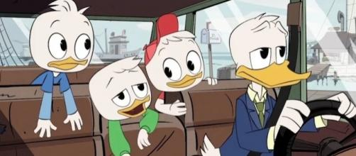 Donald Duck drives his nephews to Scrooge's Money Bin in this scene from the new 'Ducktales'. / Photo from 'Twi4' - twi4.com