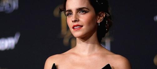 La actriz Emma Watson respondió a las críticas por aparecer topless en la portada de Vanity Fair.