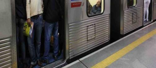 Mulher é vítima de assédio na Estação República do Metrô