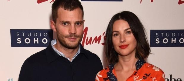 "Jamie Dornan e Amelia Warner na premiere do filme ""Mum's List"""
