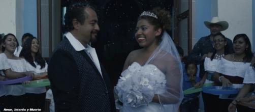Amor, Interés y Muerte cuenta con las actuaciones de Flavio Peniche y Eliseo Floreses bajo la dirección de Alonso Ortiz Lara