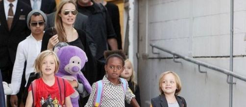Angelina Jolie com as crianças