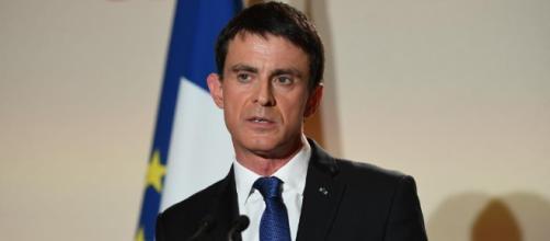 Après le soutien de Valls à Macron, une militante porte plainte