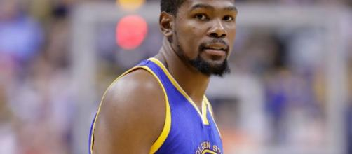 Kevin Durant could return before the season's over for Golden State. [Image via Blasting News image library/inquisitr.com]