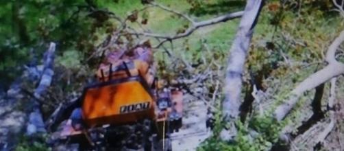 Montelparo: un uomo voleva estirpare un albero col trattore e muore schiacciato.