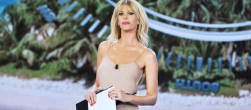 Paola Barale Instagram, dimentica Raz Degan dopo l'Isola dei ... - corrierecity.com
