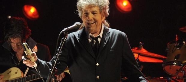 Bob Dylan ha ricevuto il Nobel 2016 per la letteratura (lastampa.it)