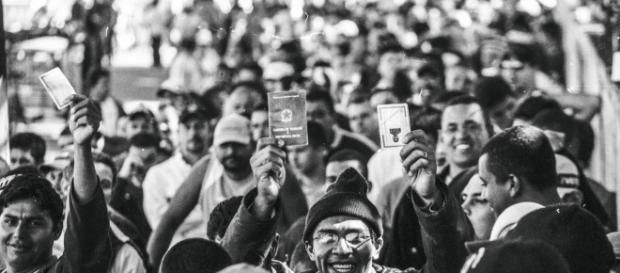 O PAÍS DE CONTRASTES: Por que o Brasil tem um povo feliz apesar do ... - com.br