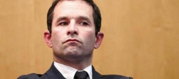 Présidentielle : Benoit Hamon hausse le ton