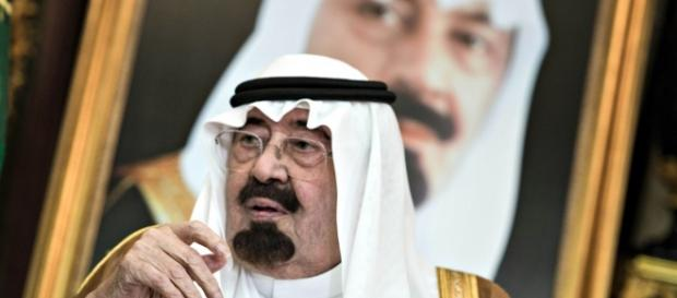 Saudi Arabia is playing chicken with its oil - reuters.com