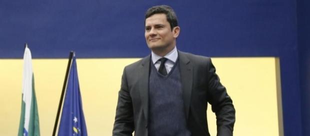 Sérgio Moro recebe medalha em Brasília
