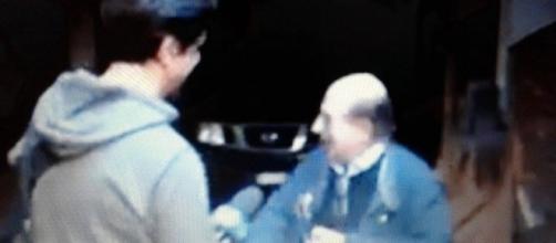 Giancarlo Magalli ha ricevuto il tapiro d'oro da Staffelli