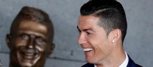 Memes: El busto de Cristiano Ronaldo en Madeira inunda de memes ... - elconfidencial.com