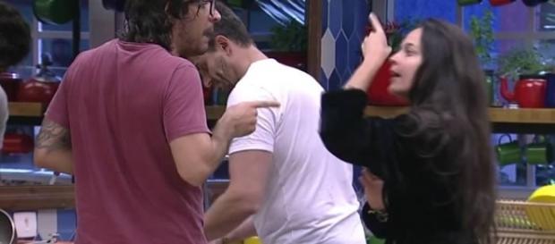 A briga de Ilmar e Emilly com drieito até dedo na cara