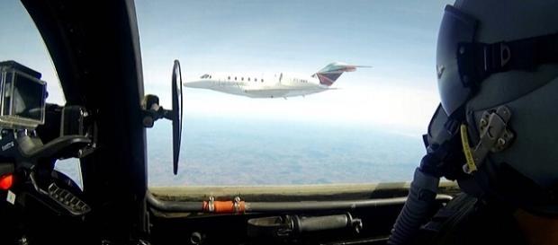 Aeronaves ficam a uma distância de 50 metros