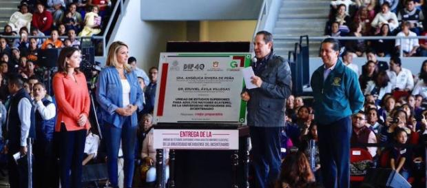 Angélica Rivera se une al reparto de dádivas: con Eruviel, entrega ... - sinembargo.mx