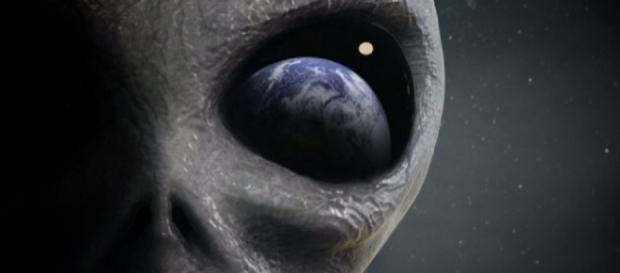 Organização afirma que governos estariam se preparando para declarar que alienígenas são reais e visitam a Terra