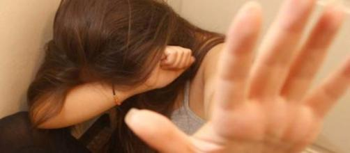 GB, stupra la figlia omosessuale
