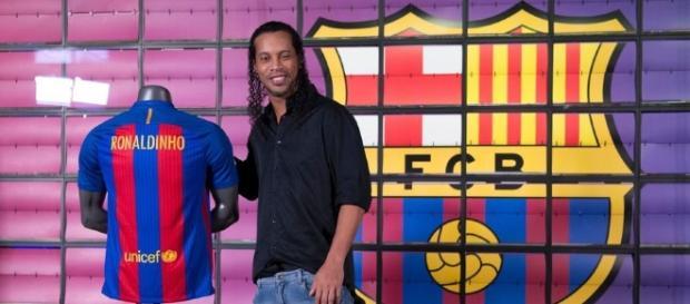 El Gaúcho posant en tant que Ambassadeur du Club FC Barcelone!
