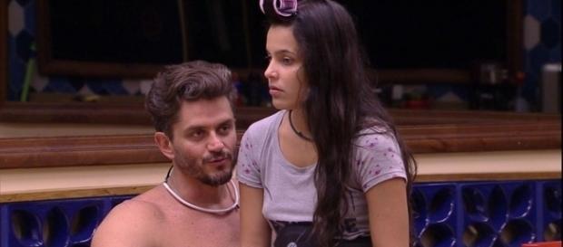 O jovem casal Marcos e emilly não esconde as cenas de sexo