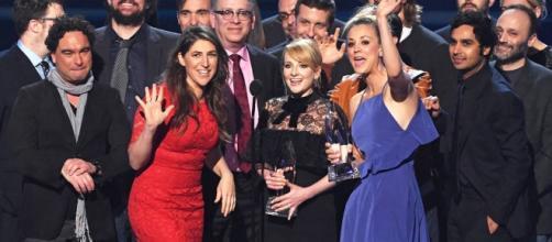 Elenco The Big Bang Theory na com conquista de mais um prêmio para a série