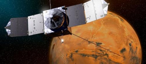 NASA Spacecraft Avoids Collision with Martian Moon Phobos - space.com