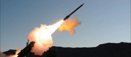 Quattro missili balistici sono stati lanciati dalla Corea del Nord nelle acque del Giappone