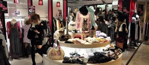 Tiendas de moda europeas representan avances.