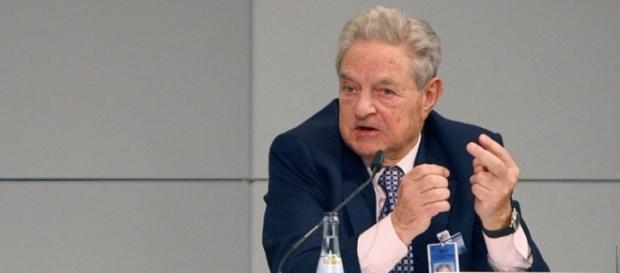 George Soros. Steckt er mal wieder dahinter? (Foto: Stabsfeldwebel Harald Dettenborn / WikiCommons/ CC BY-SA 3.0)