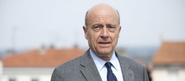 L'ex primo ministro Alain Juppé potrebbe sostituire Francois Fillon nella corsa all'Eliseo