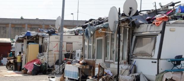 Sequestrati beni per 9 milioni di euro a 13 famiglie residenti nel campo nomadi di Bolzaneto, a Genova.