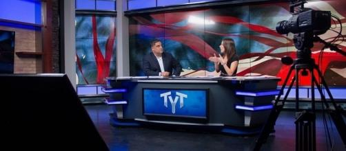 Cenk Uygur and Ana Kasparian on the set of The Young Turks / tytvault, Wikimedia Commons CC BY-SA 2.0