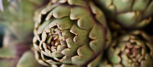 Gambo e foglie esterne del carciofo: non rifiuti, ma risorse.