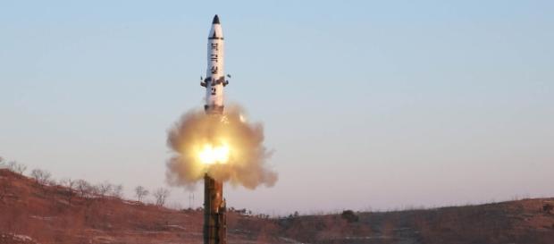 Coreia do Norte lança míssil não identificado no Mar do Japão