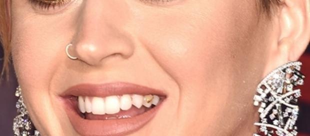Katy Perry apareceu em premiação sem escovar os dentes