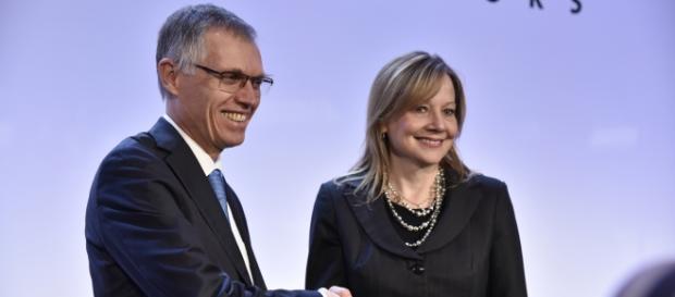 """O presidente do Conselho da PSA, Carlos Tavares, e a CEO da GM, Mary Barra: """"Plano pensado para ambas companhias saírem ganhando"""", disse a executiva"""